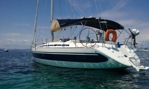 Poncin Yachts Harmony 38 in Saint-Mandrier-sur-Mer for hire