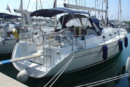 Hire Sailboat BENETEAU CYCLADES 43.4 Sukošan