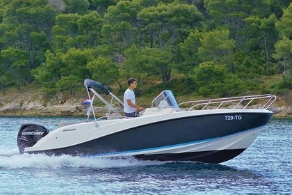 Hire Motorboat QUICKSILVER 675 activ open Makarska