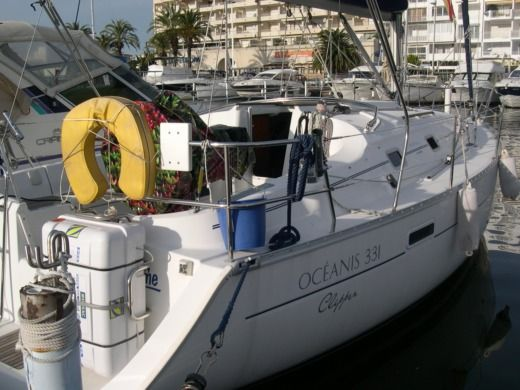 Beneteau Oceanis Clipper 331 in Empuriabrava peer-to-peer