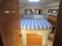 Motorboat Sea Ray 400 Seda Bridge for hire
