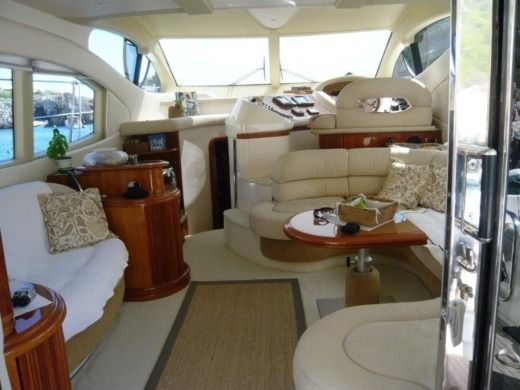 Motorboat Azimut 46 for hire