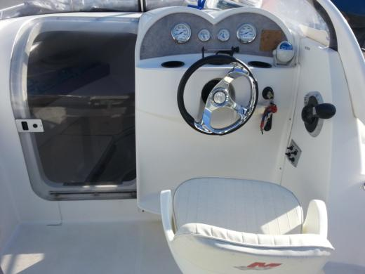 Motorboat Quicksilver 540 Cruser Avec Moteur Mercury 115Ch. peer-to-peer