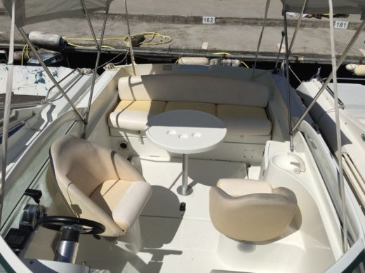 Motorboat Beneteau Flyer Viva 680 for hire