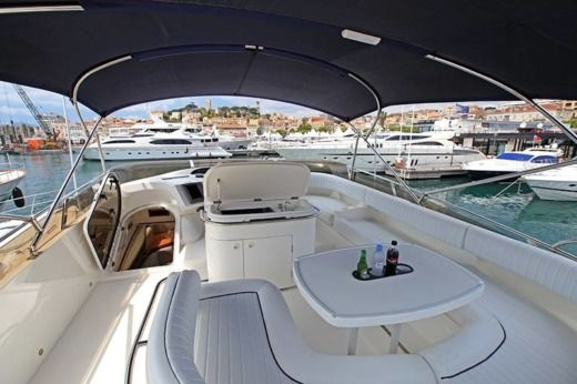 Princess 61 Flybridge à Antibes de particuliers et professionnels