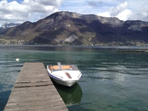 Charter motorboat in Annecy