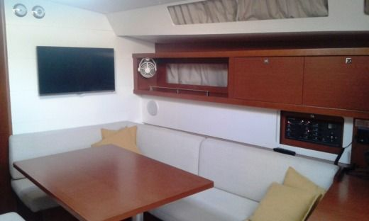 Sailboat Beneteau Oceanis 45 for hire