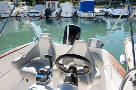 Commander 555 in Trogir for hire