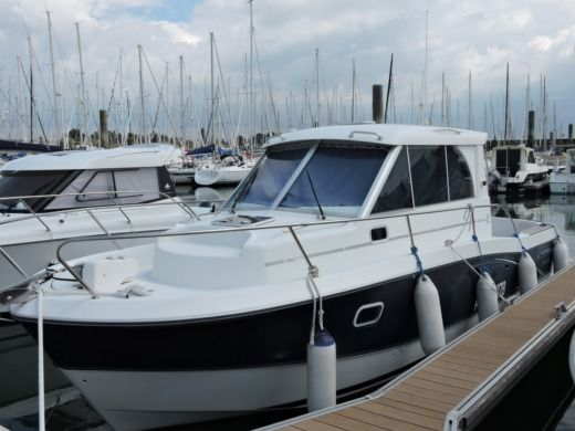 Beneteau Antares 760 in La Trinité-sur-Mer for hire