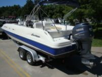 Motorboat Hurricane Deck Boat Fd231 for rental