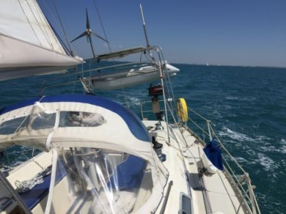 Rental Sailboat Moody 376 Le Grau-du-Roi