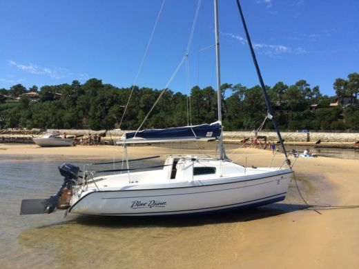 B2 Marine Blue Djinn in Lège-Cap-Ferret for hire
