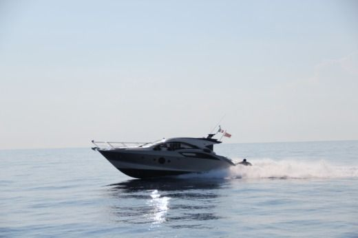 Charter motorboat in Malta peer-to-peer