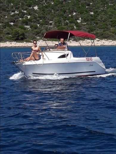 Motorboat Luka M-Sport 525 for hire