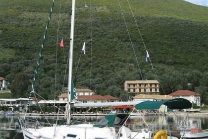 Charter Sailboat BAVARIA 32 Lefkada