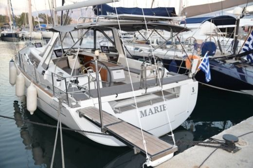 Beneteau Oceanis 41 in Alimos for hire