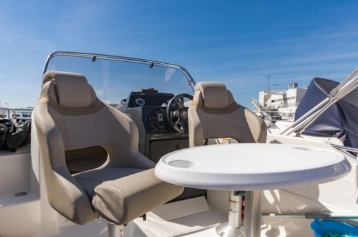 Motorboat Quicksilver 605 Activ Sundeck for hire
