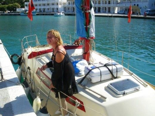 Sailboat BENETEAU Escapade for hire