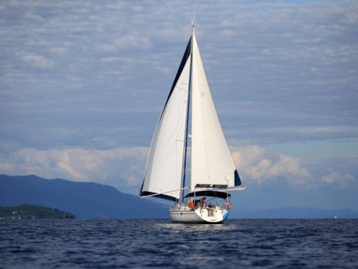 Charter sailboat in Nosy-Varika peer-to-peer