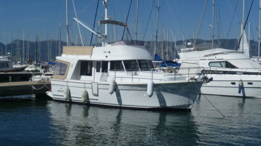 Motorboat Beneteau Swift Trawler 34 peer-to-peer