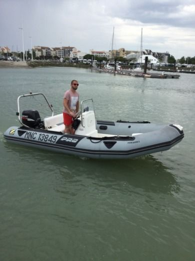 Zodiac Pro 9 Man in La Rochelle peer-to-peer