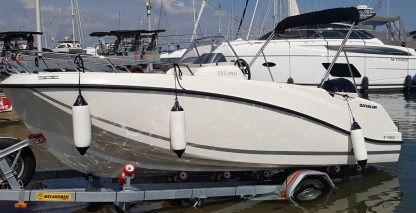 Charter Motorboat Quicksilver 555 Open Cassis