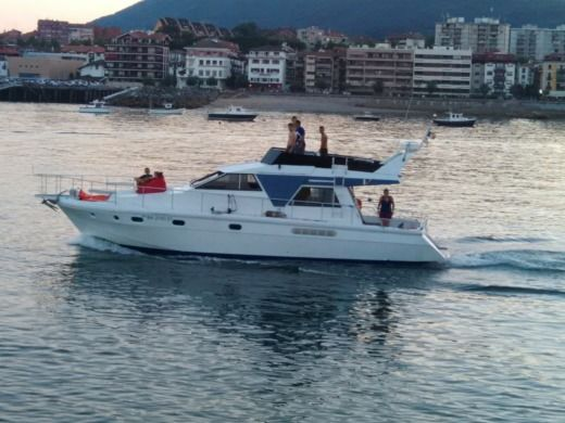 Charter motorboat in Hendaye peer-to-peer