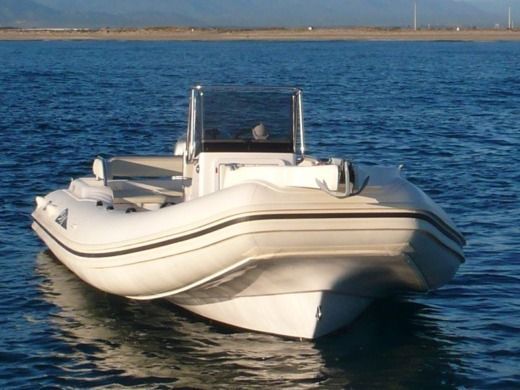 Charter rIB in Canet-en-Roussillon peer-to-peer