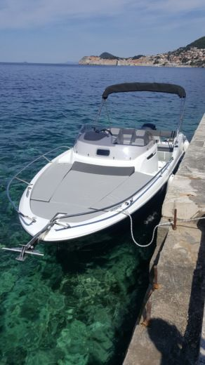 Motorboat Jeanneau Cap Camarat 6.5 Wa for hire