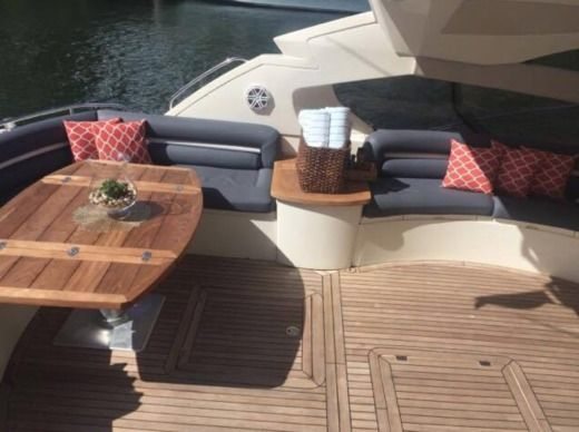 Motorboat Sunseeker Predator 70 for hire