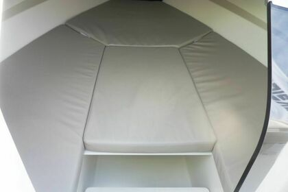 Hire Motorboat Quicksilver Activ 675 Sundeck Rab