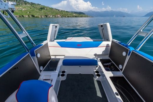 Motorboat Mastercraft NXT22 peer-to-peer