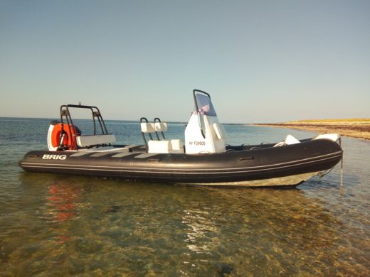 Brig Navigator 610 in Locmariaquer for hire