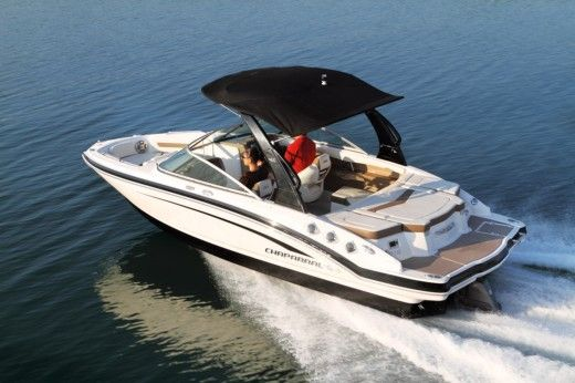 Motorboat CHAPARRAL SSI 216 peer-to-peer