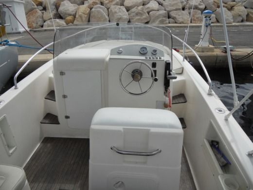 Motorboat Mano Marine 21.50Wa for hire