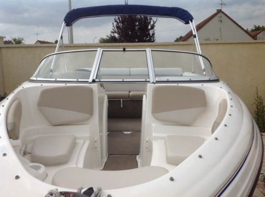 Motorboat Larson 180 Sport Fisch for hire