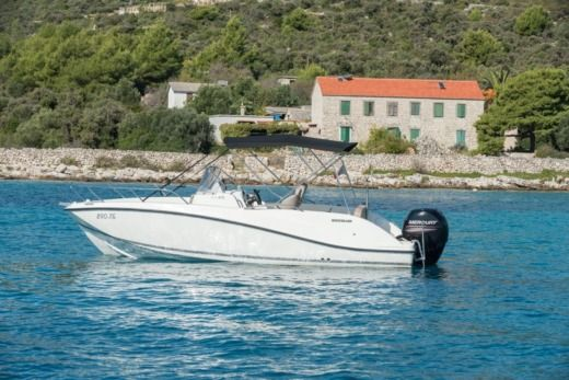 Motorboat Quicksilver Activ 675 Open for hire