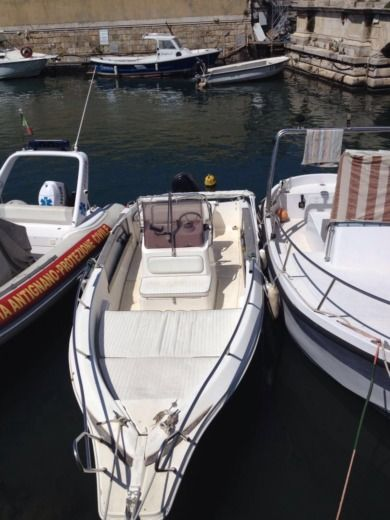 Charter motorboat in Livourne, Livourne peer-to-peer