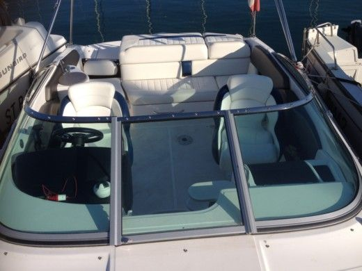 Motorboat REGAL 2250 CUDDY peer-to-peer