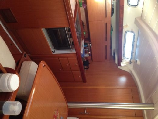 Sailboat BENETEAU Cyclades 39.3 peer-to-peer
