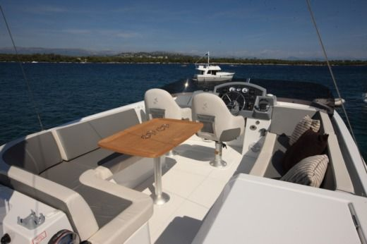 Motorboat BENETEAU Swift Trawler 44 peer-to-peer