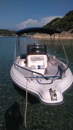 Motorboat Ranieri Soverato for rental