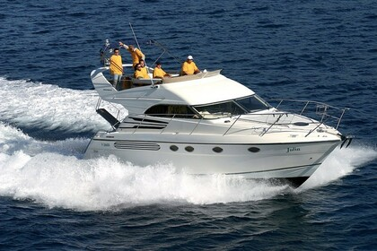 Hire Motorboat FAIRLINE PHANTOM 40 Primošten