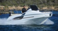 Motorboat Beneteau Flyer 5.5 Sundeck for hire