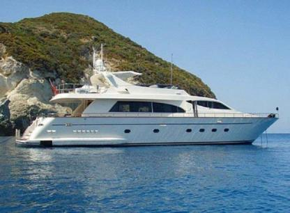 Charter Motorboat Falcon 86 Naples