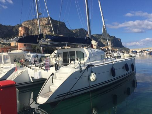 LAGOON 410 Year 2000 REF. 2013 (NEU) in Palerme for hire