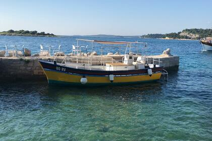 Hire Motorboat Handcrafted Gozzo Planante Rovinj