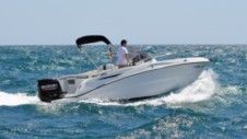 Motorboat Karnic 2251 Mkii for rental