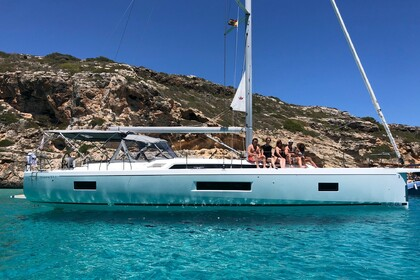 Hire Sailboat Beneteau Oceanis 51.1 Cala d'Or