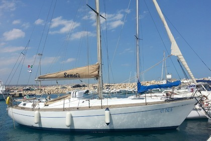 Hire Sailboat C&C Benello C&C 37 Marzamemi